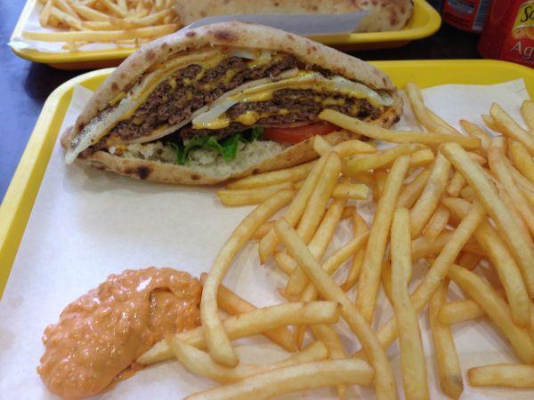 Sandwich Triple Steak avec frites