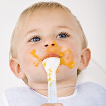 bebe-en-train-de-manger-de-la-soupe-10864166lvfnv_2041